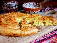 Вита баница от готови фини точени кори с праз лук, сирене и кисело мляко